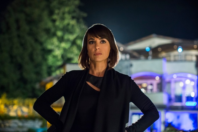 Constance Zimmer es Quinn King_UnReal_Lifetime
