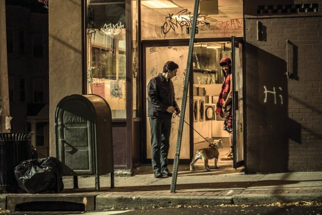 1paterson-2016-007-adam-driver-and-marvin-with-method-man-in-doorway